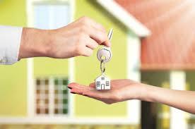 realtor handing key
